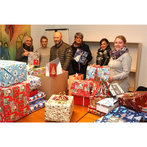 Kinderheim Weihnachtsgeschenke.6 200 Mal Freude Geschenkt Caritasverband Für Das Br Bistum Essen E V